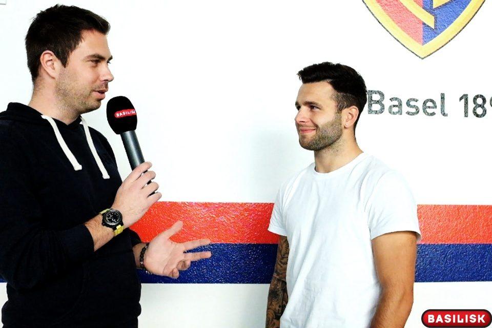 Bild: Renato Steffen im Gespräch mit Reporter Stephan Gutknecht