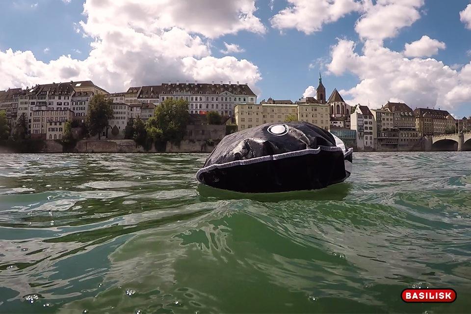Er darf im Rhein nicht fehlen: der Schwimmsack.