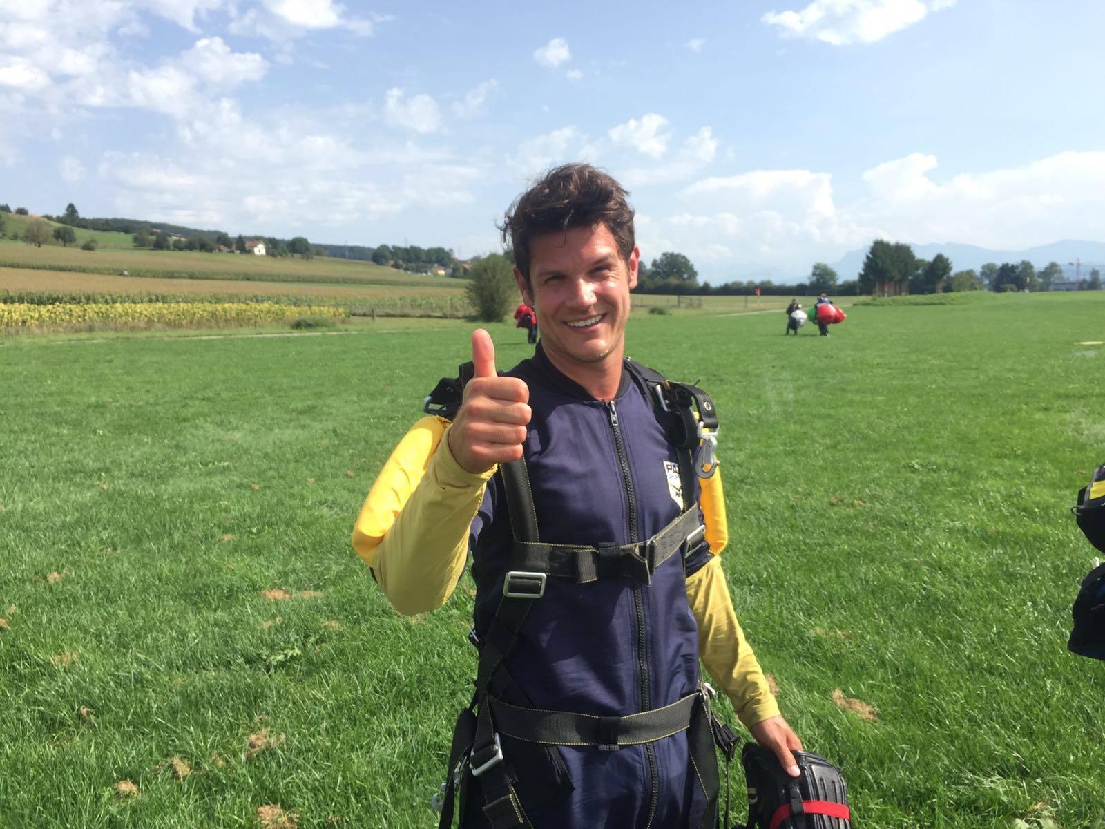 Nicola Mathis nach seinem Fallschirmsprung.
