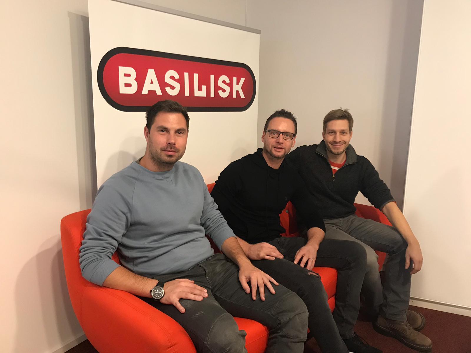 Die Basilisk FCB-Reporter Stephan Gutknecht (links) und Stefan Plattner (rechts) mit FCB-Talentmanager Marcel Herzog (Mitte)